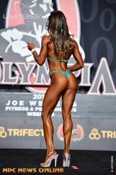 Elisa Pecini in transition, still maintaining the shape of her glutes.